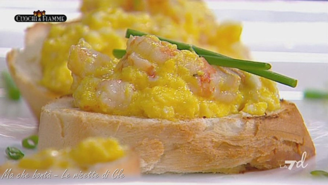uova strapazzate ai gamberi - scrambled eggs with shrimps