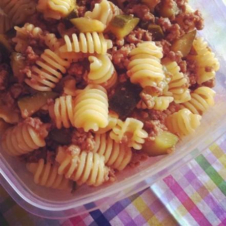pasta con zucchine e salsiccia profumata al finocchio