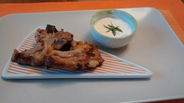 Costolette d'Agnello marinate con salsa allo yogurt