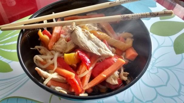 Pollo marinato con verdure croccanti