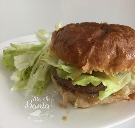 hamburgher con cipolle in agrodolce