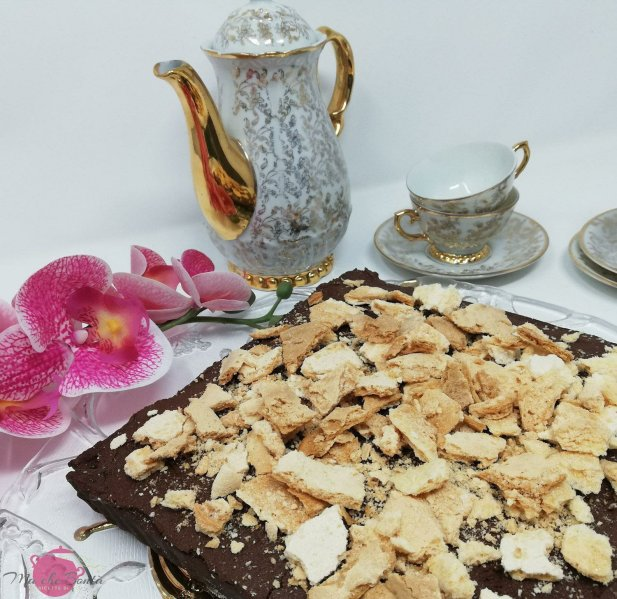 sacher-meringue-tarte-with-grannys-china