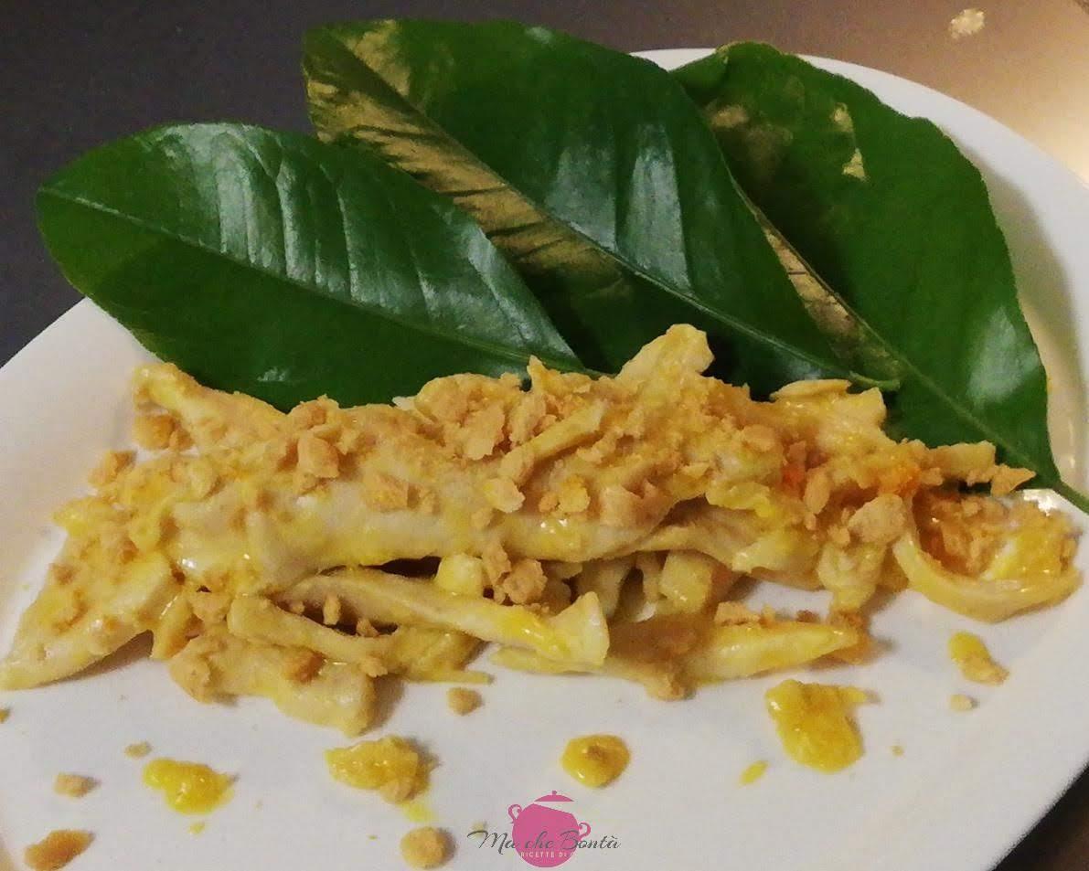 Scaloppine di pollo agli agrumi con croccante di taralli