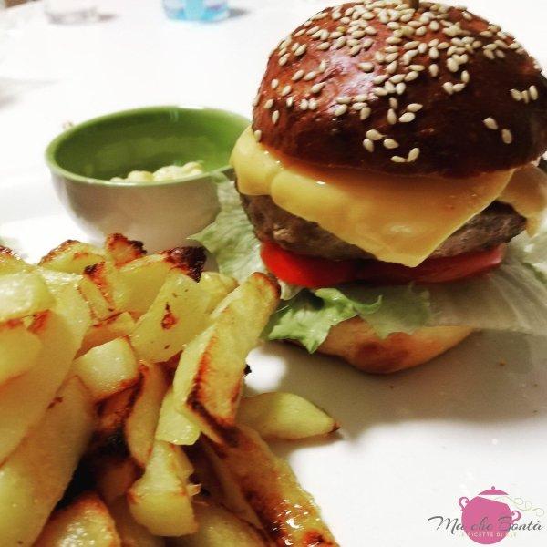 cheeseburger-patatine