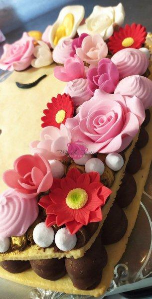 unicorn-cream-tarte-with-meringue-flowers